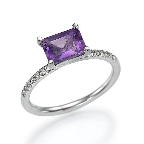 טבעת אמאטיסט ו-16 יהלומים