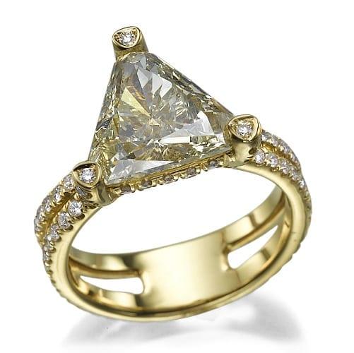 טבעת יהלומים דגם Triangular ב-50% הנחה