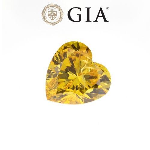 יהלום טבעי בגוון צהוב-כתום 0.30 קראט GIA